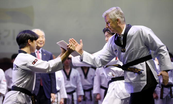 Belgian King Receives Honorary Taekwondo Certificate