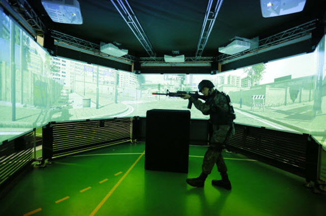 The military seeks to use virtual reality headsets and other electronic devices for troops to practice various combat operations. (image: ROK Army)