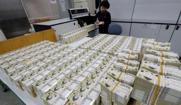 S. Koreans Increasingly Go Cashless: BOK Survey