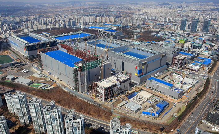 Samsung Electronics Co.'s semiconductor production line in Hwaseong, south of Seoul. (image: Samsung Electronics Co.)