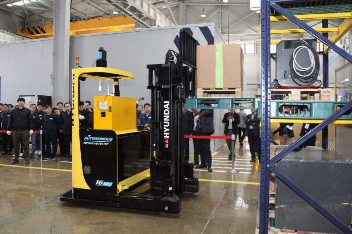 Hyundai Construction Equipment Develops Unmanned Forklift