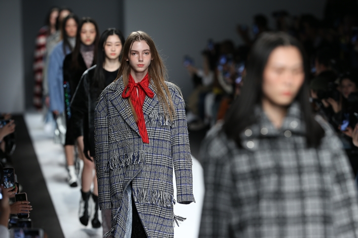 With China's economic growth and increased consumption, Shanghai Fashion Week has become the most important stage for South Korean designers to make inroads into overseas markets. (image: Korea Creative Content Agency)