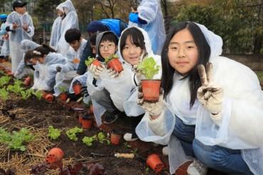 Seoul Opens Vegetable Garden at U.S. Ambassador's Residence