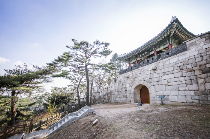 Opening Hours of Scenic Mountain Bordering Cheong Wa Dae Broadly Extended