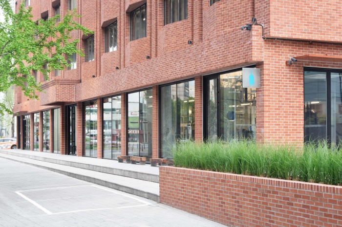 Blue Bottle Coffee's first South Korean store. (image: Blue Bottle Coffee Korea, Ltd.)