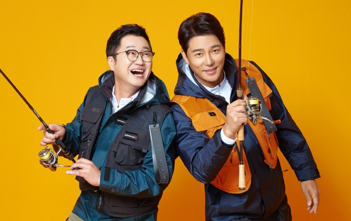 South Korean actor Lee Tae-gon (R) and comedian Ji Sang-ryeol (L), well-known for their passion for fishing, were recruited by K2 as models to represent the new line-up. (image: K2)