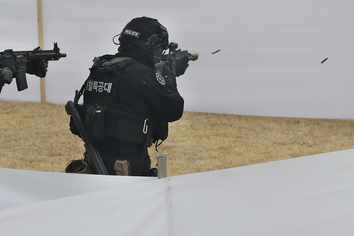 Until now, the KNPA has been conducting shooting drills twice a year for inspectors or lower ranking officers. (Yonhap)