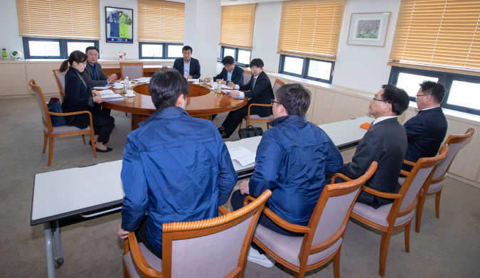 Officials from Gyeongnam FC speak at a K League disciplinary committee meeting at the KFA House in Seoul on April 2, 2019. (Yonhap)
