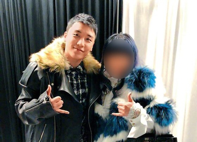 A capture from the Taiwanese Next Magazine showing Seungri (L) and a face-blurred Taiwanese businesswoman known to have invested in the nightclub Burning Sun. (Yonhap)