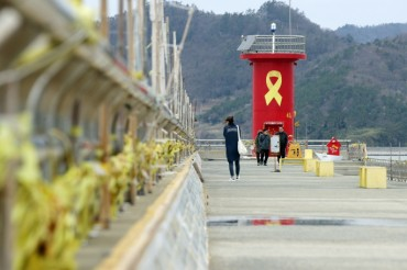 S. Koreans Grieve in Memory of Victims of Sewol Ferry Sinking on its 5th Anniv.