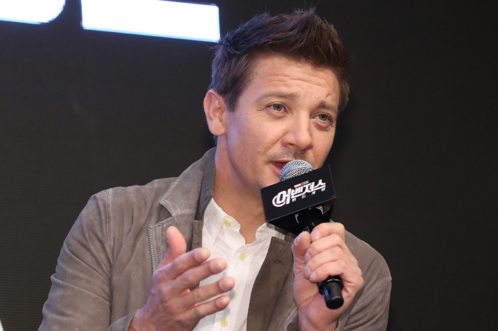 "Actor Jeremy Renner attends a press conference in Seoul on April 15, 2019, to promote the new movie ""Avengers: Endgame."" (Yonhap)"
