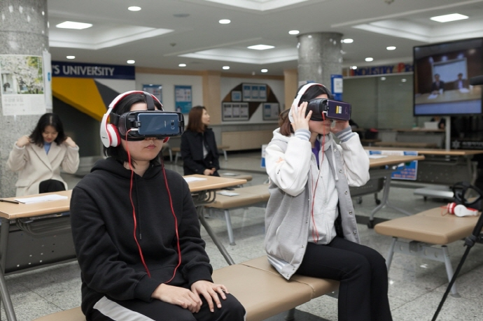 Sookmyung Women's University Offers VR Job Interview Simulations