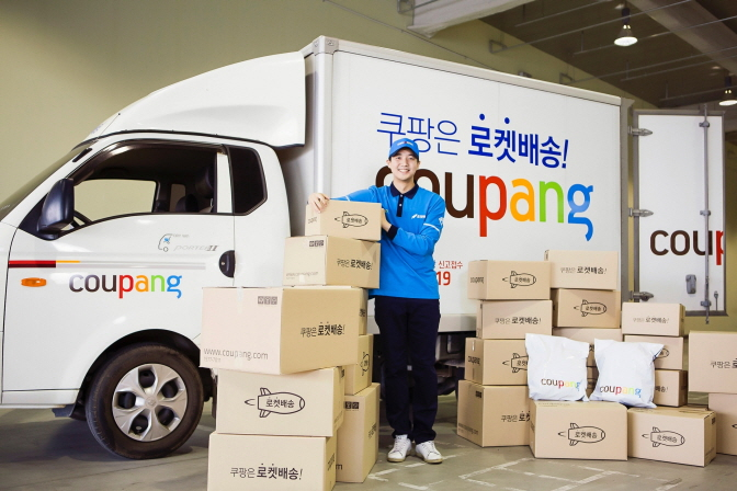 Coupang, once a sensation in South Korea's logistics market based on innovative services and aggressive investment, saw 4.4 trillion won in sales and 1 trillion won in operating losses last year. (image: Coupang)