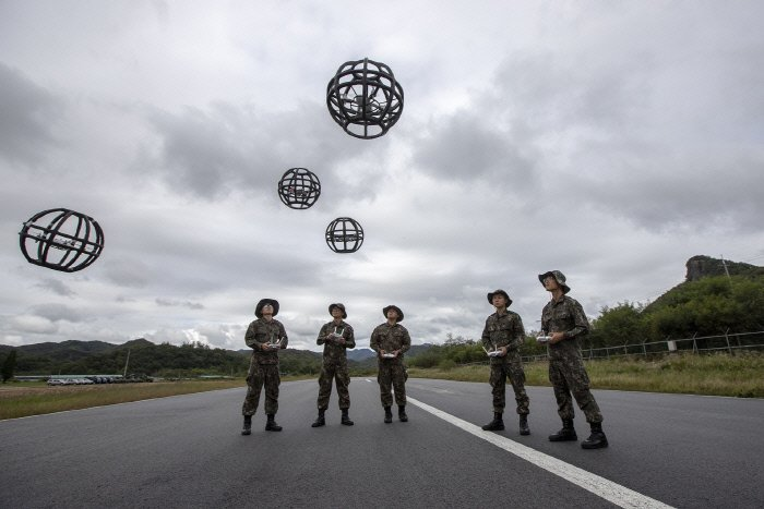 "Soldiers learn how to operate ""dronebots"" -- a combination of the words ""drone"" and ""robot"" -- at a runway on the premises of the Third Republic of Korea Army headquarters in Yongin, south of Seoul, on Sept. 28, 2018. (image: ROK Army)"