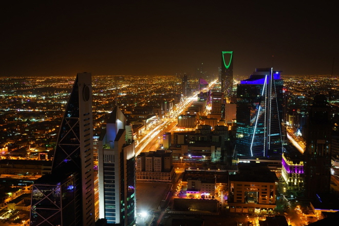 Saudi Vision 2030 is a plan to reduce Saudi Arabia's dependence on oil and develop other industrial sectors. (image: Pixabay)