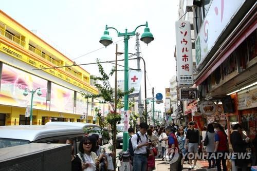 The Korean neighborhood in Shin Okubo, Tokyo, bustling with people. (Yonhap)