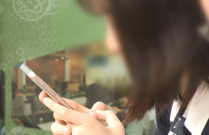 The ministry noted the portion of young students vulnerable to Internet and smartphone addiction has been on the rise in recent years, increasing from 14.3 percent in 2017 to 15.2 percent in 2018. (Yonhap)