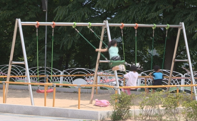 The government plans to create an environment at home and school, and in local communities where children can play with friends, neighbors, and family members. (Yonhap)