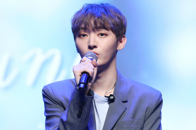 Ex-Wanna One Member Yoon Ji-sung Set to Enlist in Military