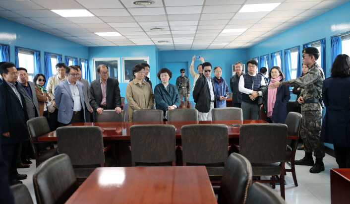 """A group of civilian tourists looks around """"T2,"""" or the Military Armistice Commission Conference Room, at the Joint Security Area on May 1, 2019. (Yonhap)"""