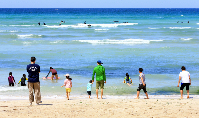 S. Korean Beaches Gear Up for Summer Season