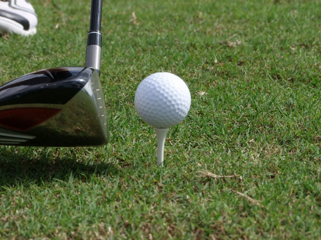 Recently, golf courses have been facing difficulties recruiting caddies, which coincides with the interest of golfers who do not want to hire a caddy. (image: Pixabay)