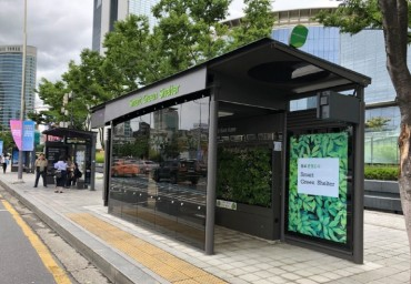 'Smart Green Shelter' Offers Protection from Air Pollution at Bus Stop