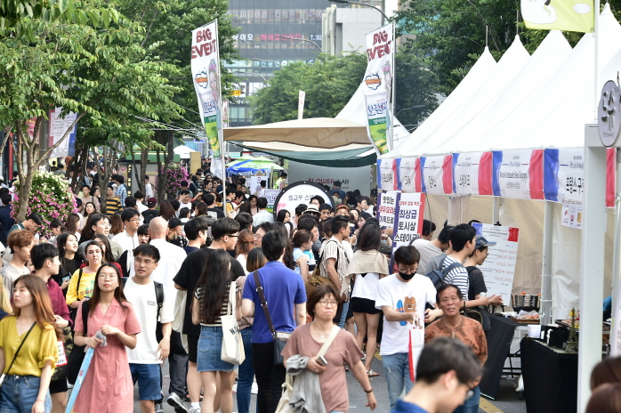 A French street music festival held in Seodaemun Ward in 2018. (image: Seodaemun Ward Office)