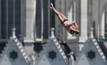 High Diving Shows Highest Ticket Sales Rate Among Gwangju Swimming Events