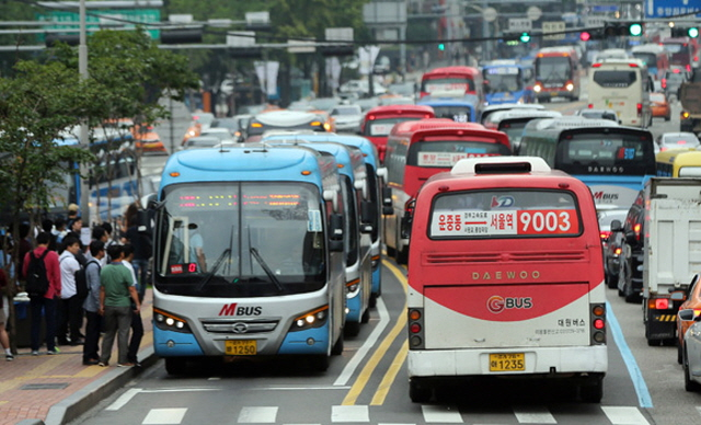 Bus and Other Industries Given 3-month Grace Period for 52-hour Workweek