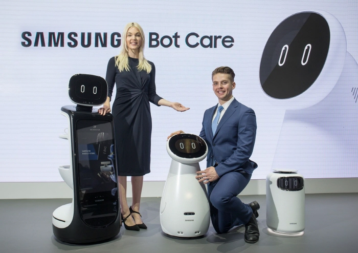 Models present Samsung Electronics Co. robots, one of the company's artificial intelligence projects, during the Consumer Electronics Show in Las Vegas on Jan. 8, 2019. (image: Samsung Electronics)