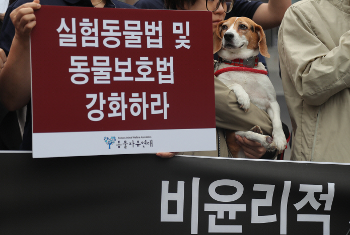 Management plans for detection dogs will also be revised to establish a long-term plan for supplying detection dogs not only through cloning, but also through purchasing breeding dogs and expanding reproduction. (Yonhap)