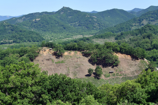 Arrowhead Ridge in Cheorwon, Gangwon Province, where a project to remove landmines and excavate war remains has taken place since April 2019. (Yonhap)
