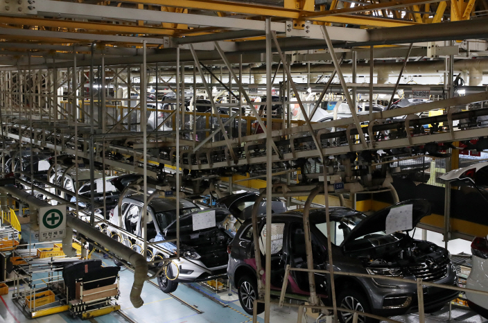 An assembly line at Renault Samsung Motors Corp.'s plant in Busan on June 7, 2019. (Yonhap)