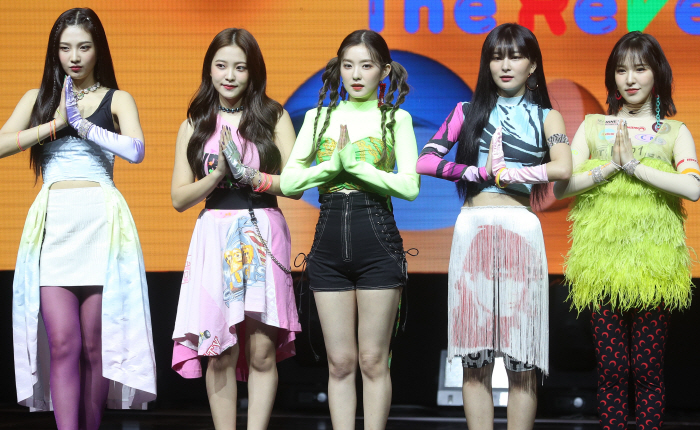 "Red Velvet poses for photos during a media showcase of their new album, ""The ReVe Festival: Day 1,"" on June 19, 2019. (Yonhap)"