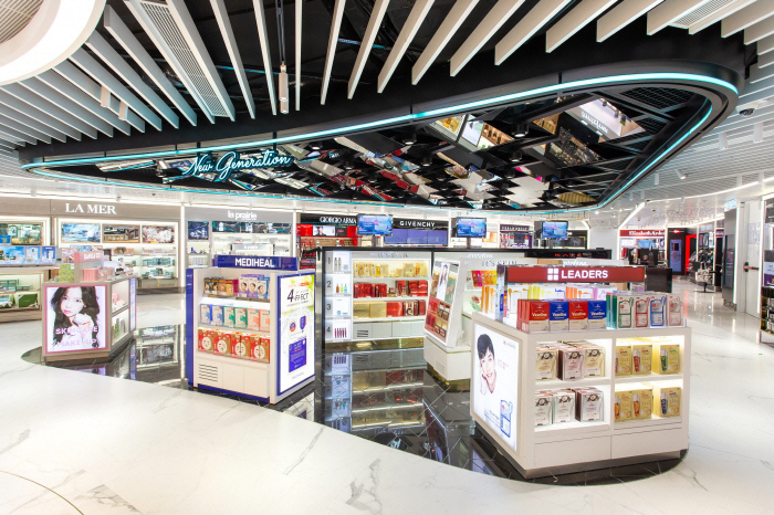 A Shilla Duty Free at Hong Kong International Airport. (image: Hotel Shilla Co.)