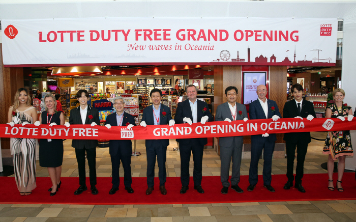 The opening ceremony of a new outlet at Brisbane International Airport on March 25, 2019. (image: Lotte Duty Free)