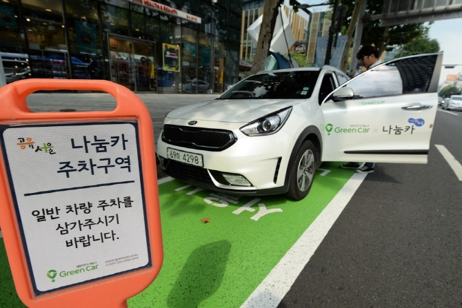 Nanum Car, currently offering 4,700 shared cars, plans to reach 10,000 cars by 2022 to settle in as a means of 'quasi-public transportation'. (image: Seoul City Government)