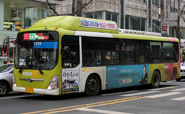 Many residents in Jeonju complain that the business-oriented operation of the bus service is one of the major inconveniences in using them. (image: Public Domain)