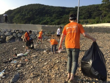 Plogging Contest Combines Beach Jogging and Picking Up Trash