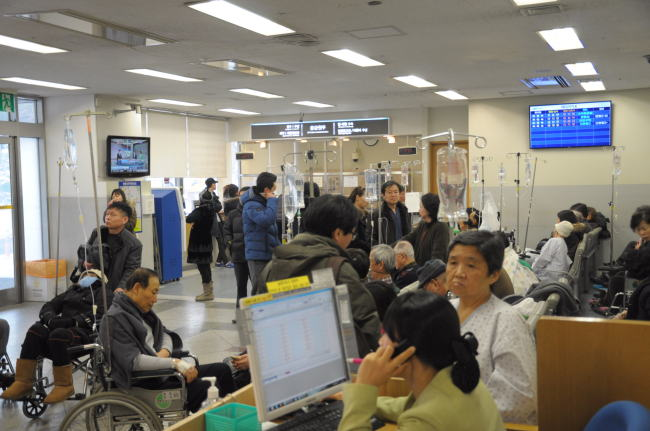 The share of patients with serious illnesses jumped from 33.3 percent in 2015 to 44.9 percent in 2018, while patients with milder illnesses went from 10.3 percent in 2015 to 8.9 percent in 2018. (Yonhap)