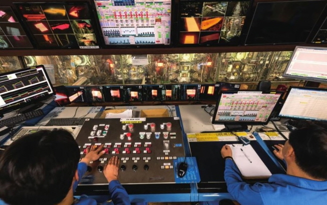 A control room at the POSCO's steel mill in Pohang, North Gyeongsang Province. (image: POSCO)