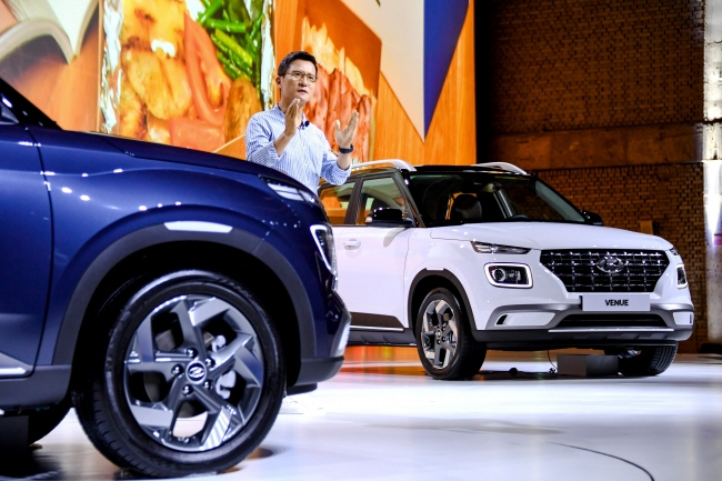 Hyundai Motor's Executive Vice President Lee Kwang-guk delivers a briefing on the carmaker's all-new entry-level Venue SUV before a media test-drive event in Yongin, just southeast of Seoul, on July 11, 2019. (image: Hyundai Motor)