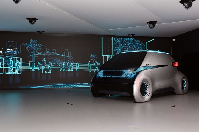 Hyundai Mobis displays its concept autonomous vehicle M.Vision, equipped with the camera monitor system, during an event in Las Vegas. (image: Hyundai Mobis)