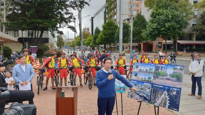 Seoul Mayor Park Won-soon explains his vision for CRT across Seoul during his visit to Bogota, Colombia, on July 14, 2019. (Yonhap)