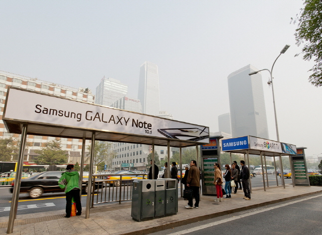 The billboards were being used by Samsung, Hyundai, and other major South Korean companies for advertisement. (image: Samsung Electronics)
