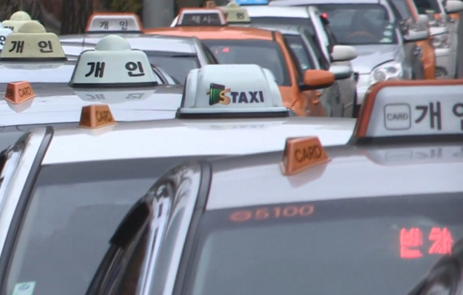 The government has expanded the qualification test to include taxi drivers, which used to only be applicable to bus drivers aged 65 or older to maintain their licenses. (Yonhap)
