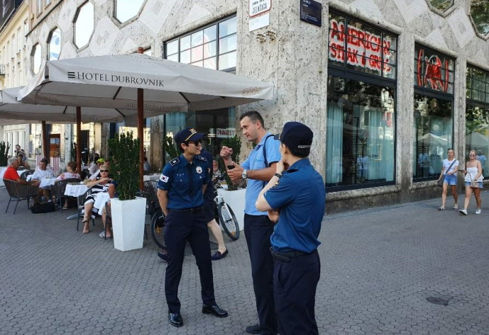 South Korean police officers talk with a pedestrian at a tourist attraction in Croatia. (image: National Police Agency)