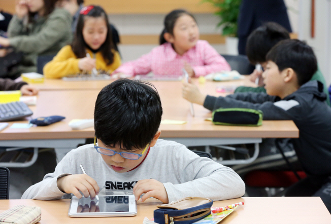 Instead of solving questions, the content will be based on various exercises and games to help students acquire number sense. (Yonhap)