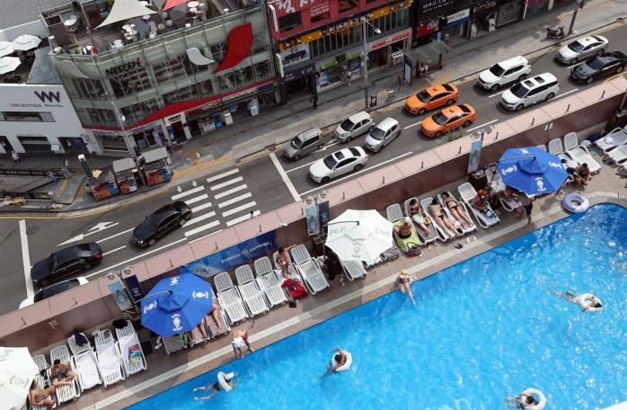 52-hour Workweek Policy Boosts Hotel Stays on Sundays